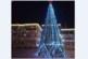 Централният площад в Кресна светна коледно, но без празнуващи