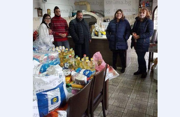Ученици и учители от НХГ - Благоевград с благотворителна кампания за подпомагане на семейства в нужда