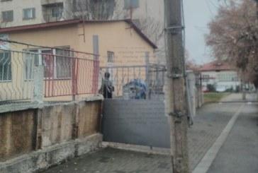 Игуменът на Рилския манастир се тества за Ковид-19 в триажния кабинет в Дупница