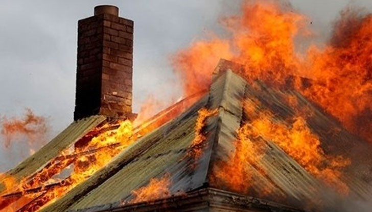 ОГНЕН АД! Пожар изпепели къща в Кресна