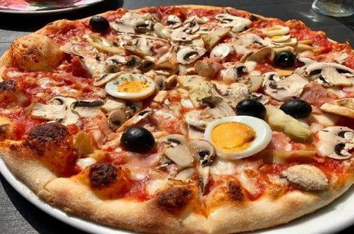 """Домашно приготвена пица """"Капричоза"""""""
