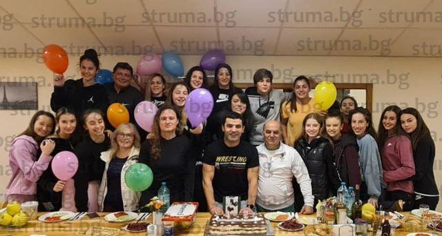 Петричкият треньор №1 на България П. Касабов празнува вълнуващ рожден ден с боркини и грации на Белмекен