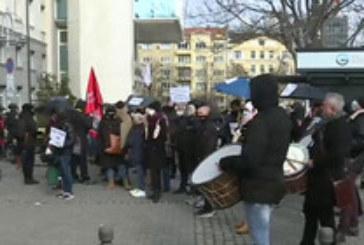 Школи по изкуствата скочиха на протест, искат отслабване на мерките