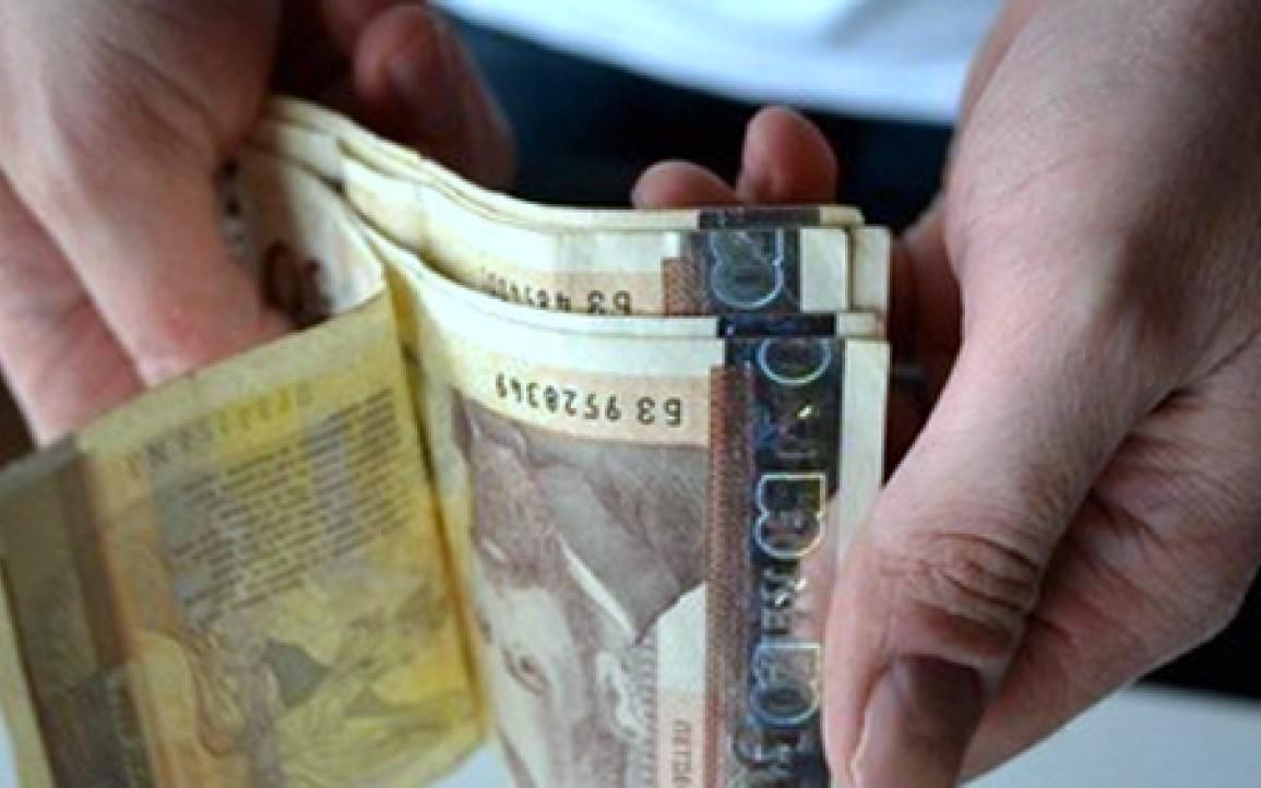 10 576 лв. е била средната брутна годишна заплата в Кюстендилска област, Благоевградска на последна позиция с 9810 лв.