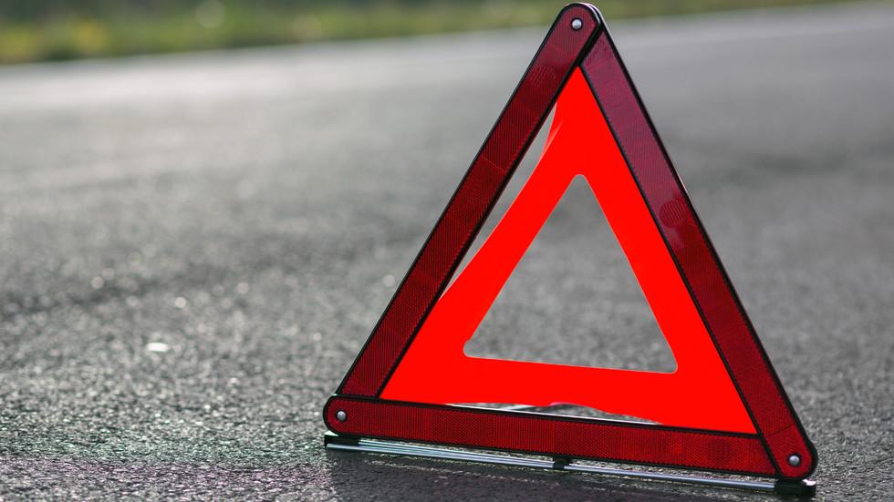 Кола и бус катастрофираха на пътя София - Ловеч, има пострадали