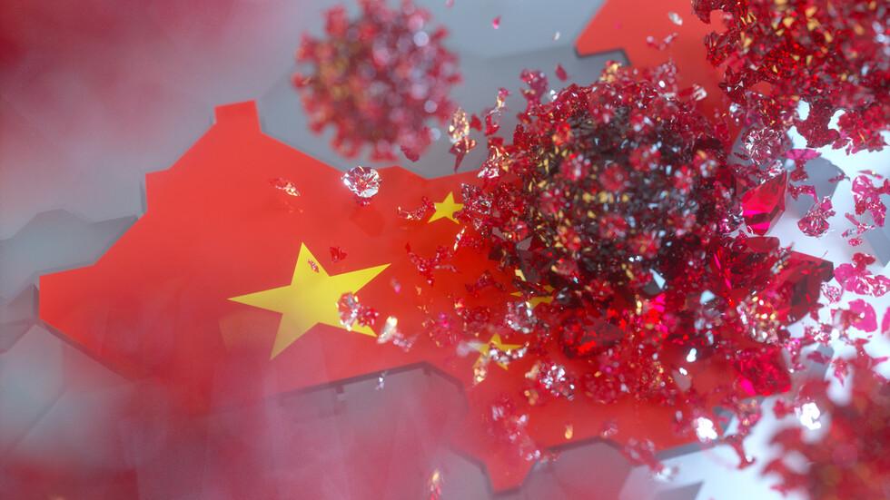 Стотици работници строят гигантски карантинен център в Китай