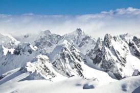 Двама души загинаха под лавини в Швейцарските Алпи