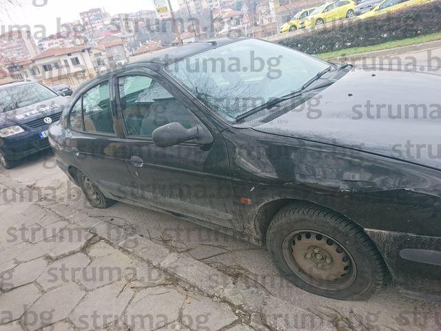 2 пъти в два поредни дни автомобил, шофиран от съпругата на таксиметров шофьор, осъмва със срязани гуми