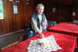 С плетене на чорапи и покривки се прочул в Бобовдолско 77-г. П. Котев от Мламолово: Започнах на 6 г. от немотия и да помагам на мама, сега ми е хоби