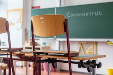Maйка на третокласник в Благоевград притеснена: Разбрах, че през февруари студенти ще имат практика в класа на детето ми, моля кмета и отговорните лица да забранят подобен род дейности в пандемията