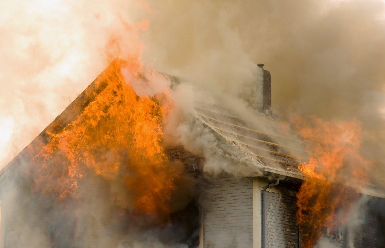 Огнеборци гасиха пламнала къща в Логодаж