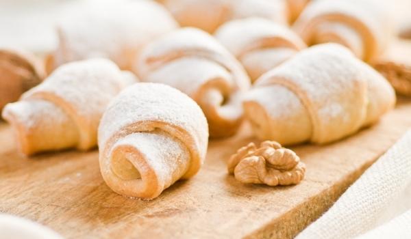 Маслени кифлички с пълнеж от ябълки и орехи