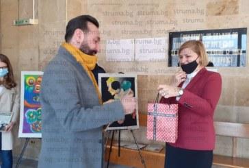 """Млади творци от Кюстендил наредиха изложба """"Майстора – писар в съда и неговите последователи"""""""