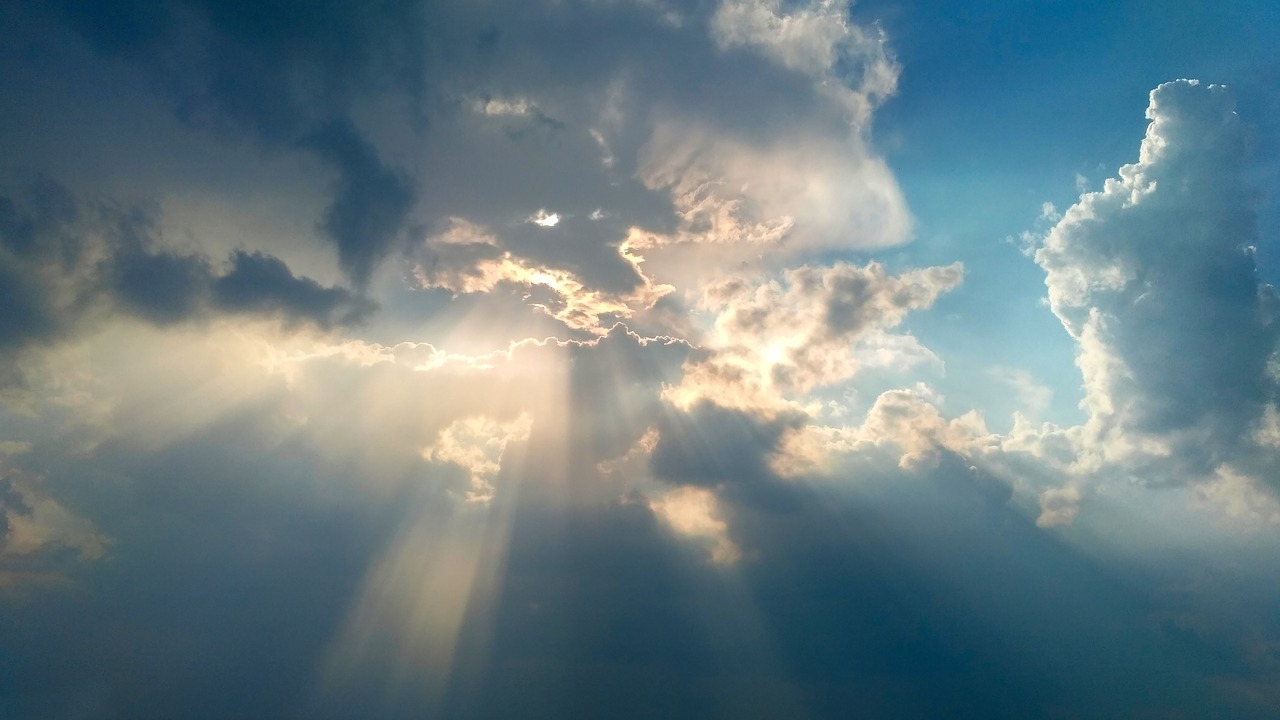 Слънчево с временни увеличения на облачността