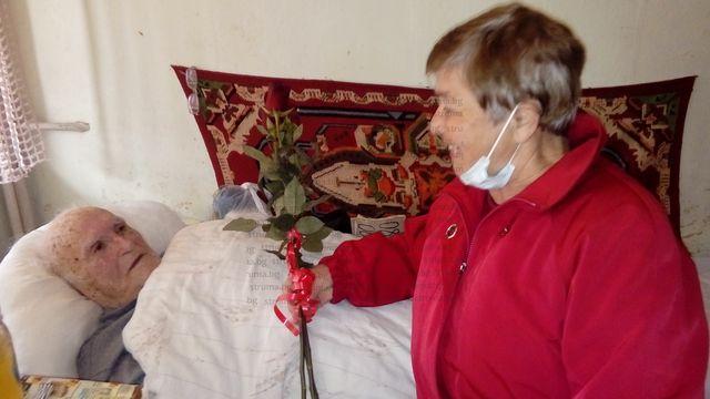 Най-младият партизанин от Дупнишкия отряд Й. Чочов-Деян посрещна приятели за 94-ия си рожден ден