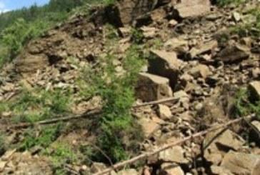Опасно свлачище застрашава блокове в Бобов дол