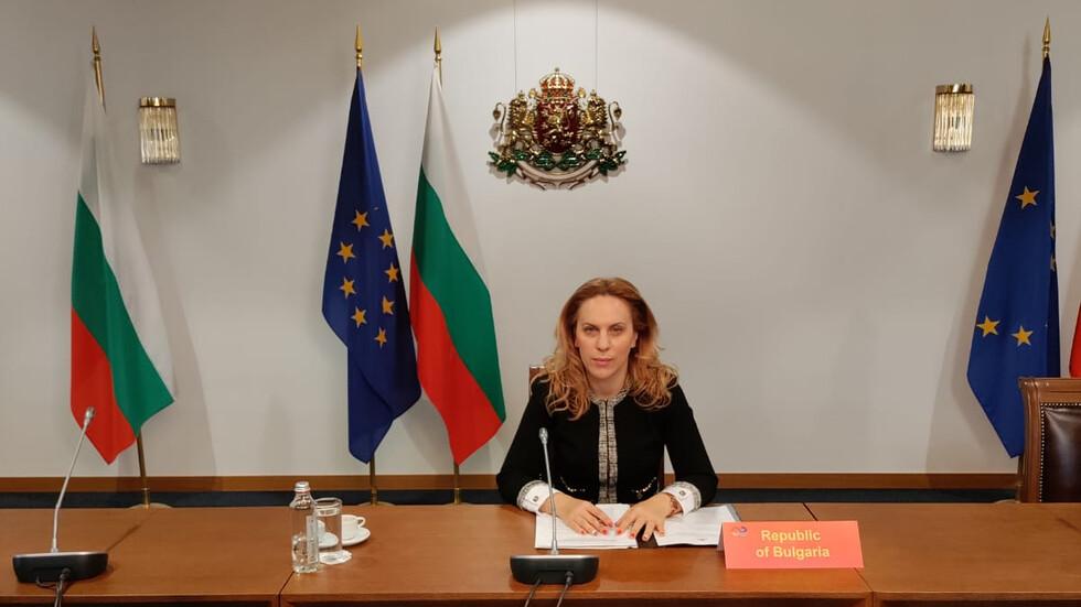 Николова: Започна сертифицирането и изпитването на машините за изборите