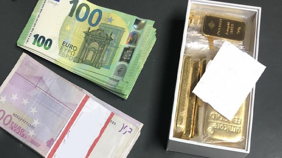 Откриха незаконно превозвани злато и валута на