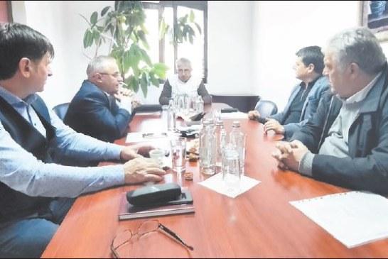 """С въпрос на кмета Ат. Стоянов защо 14 души не са получили обещаните 1000 лв. за работа на първа линия стартира общото събрание на акционерите в МБАЛ """"Югозападна болница"""""""