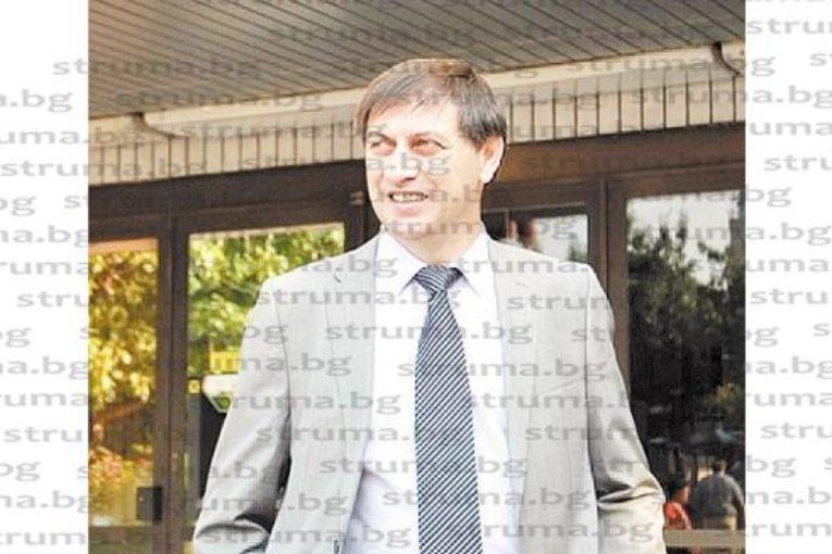 Блъснатият от такси на пешеходна пътека ексдепутат Й. Андонов: От удара бях качен на капака на колата и изхвърлен на земята, чух шофьора да казва, че бил заслепен от слънцето...