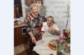 Цветя и специална торта за любимката на учениците в най-старото училище в Сандански В. Тодорова