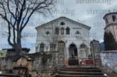 С покрив, готов всеки момент да се срути върху главите на миряните, и килнат кръст храмът в дупнишкото село Бистрица посреща 120-г. юбилей