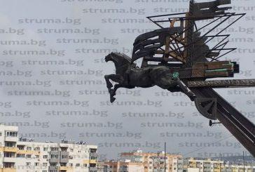 Паметта на Благоевград: осакатени, оцапани от скандали, с неособено яснен замисъл и нахвърляни в Покровник паметници