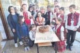 """Вместо с цвете! Децата от ФГ """"Бисери"""" изненадаха майките си с песен за 8 март"""