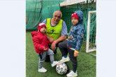 Борисов играе футбол с внуците си