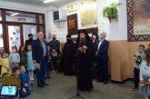 След година и четири месеца работа 720-те ученици на благоевградското VIII СУ наредиха великденски базар, откри го Неврокопският митрополит Серафим