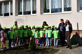 Малчугани от Разлог направиха своето първо дело в живота – засадиха дърво