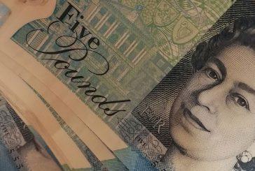 Работили във Великобритания си връщат по 900 паунда надзвети данъци