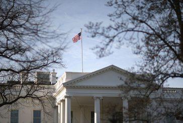 Спуснаха наполовина знамената на Белия дом в памет на убит полицай