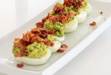 Яйца, пълнени с бекон и кисели краставички