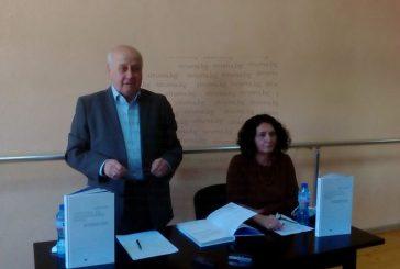 Бившият ОбС шеф Я. Тодоров представи книгата си за евреите в Дупница