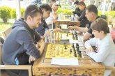 """Шахматист на """"Виктори"""" бие с много в Благоевград"""
