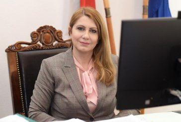 Десислава Ахладова освободи министерския пост и се връща в съда