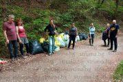 Туристи и доброволци чистиха река Ерма от боклуци, събраха 150 чувала отпадъци