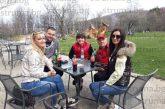 """Спортно перо на """"Струма"""" закръгли 60 г. в Петрич, ОФК """"Беласица"""" го трогна с подарък, дъщерите - с видеообръщения на колеги от студентските години"""