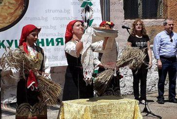 Пари за нов храм събраха от домашните печива на Празника на зелника в кюстендилското село Жабокрът