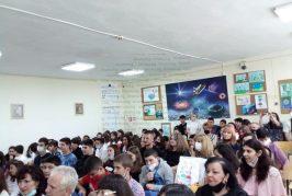 """В благоевградското VІІ СУ """"Кузман Шапкарев"""" откриха първия в областта иновативен СТЕМ център, в кабинетите с космически дизайн ще подготвят учениците за професиите на бъдещето"""