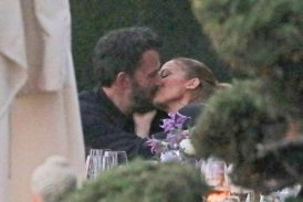 Заснеха страстни целувки между Дженифър Лопес и Бен Афлек